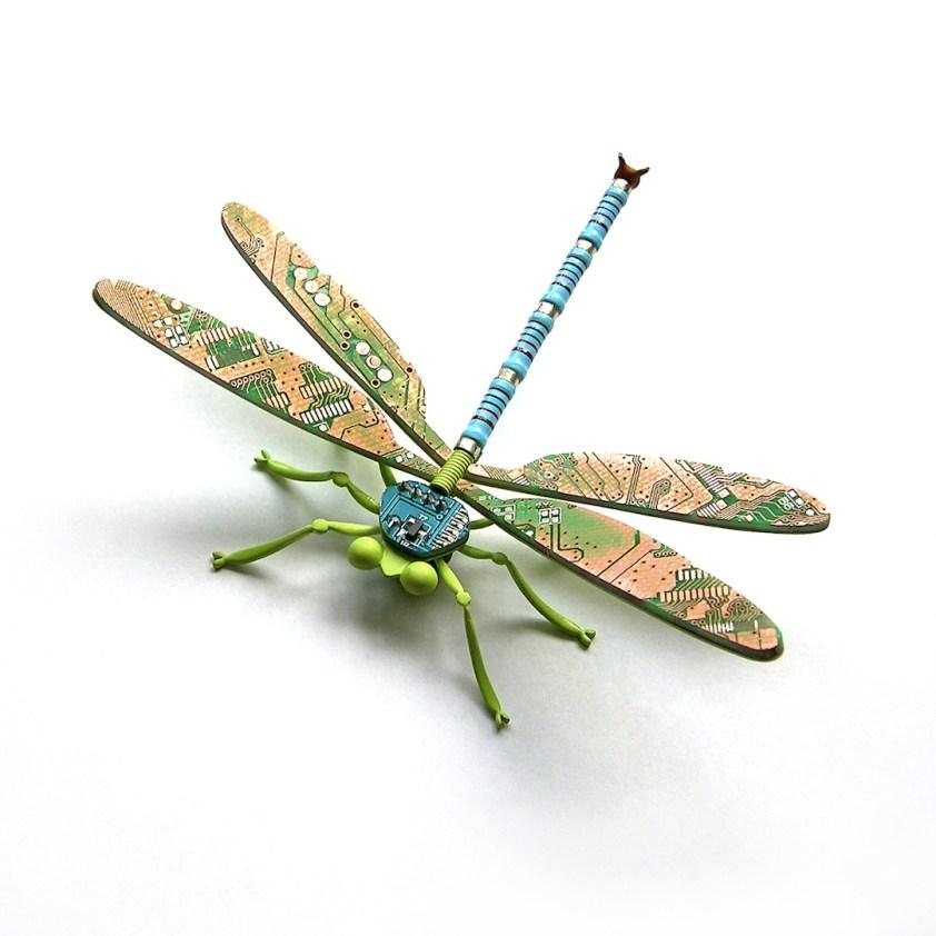 Alexa Maria Klahr, Dragon fly, 2009, spilla magnetica, argento 925, circuiti stampati, smalto e vernice, Concorso 2010 Courtesy Fondazione Cominelli / AGC