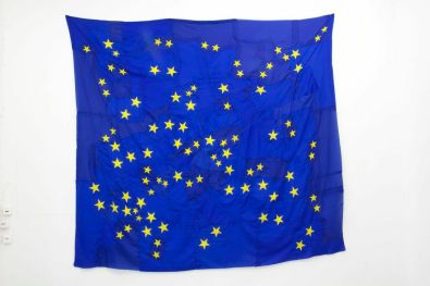 Serena Vestrucci, Strappo alla regola (Bending the rules), 2013, european flag canvas, cotton thread, three months, 230x210 cm