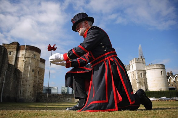 Tower of London's longest serving Yeoman Warder plants first poppy in major centenary commemoration. Photo: © Richard Lea-Hair/Historical Royal Palaces