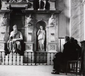co Parisi Senza titolo [San Pietro in Vincoli, Roma] 1958 Stampa gelatina d'argento 222 x 249 (505 x 410) Galleria civica di Modena