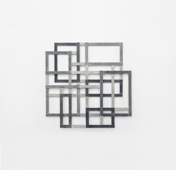 Alessandro Traina, Consequenze/5, 2011, acciaio corten, bitume e stoffa, 90x90 cm