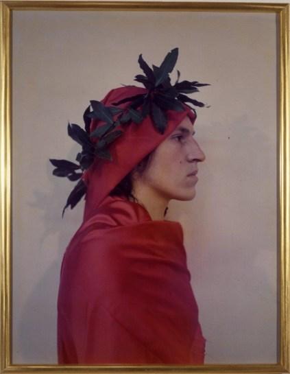 Luigi Ontani Dante 1972 Fotografia a colori su carta / Colour photograph on paper 85 x 67 cm (con cornice / with frame) Collezione privata / Private Collection Courtesy Líattico ñ Fabio Sargentini