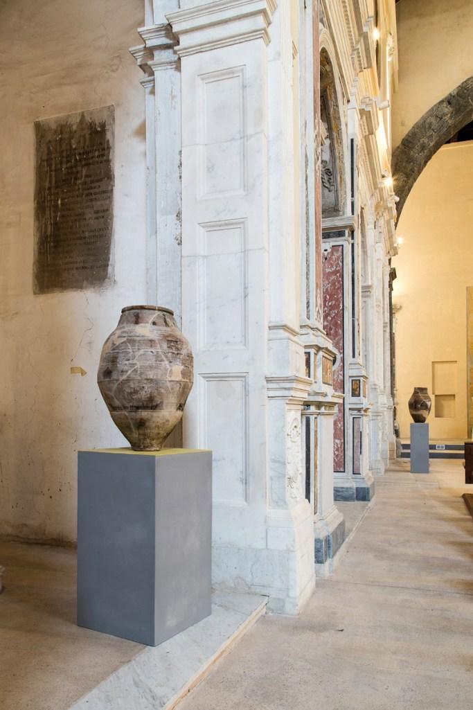 Vittorio Rusciano, Brani #1, 2014, terracotta, legno, vernice, cm 170x48x48, Danilo Donzelli photography
