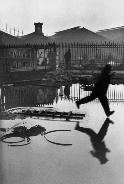 Dietro la stazione Saint-Lazare, Parigi, 1932. © Henri Cartier-Bresson/Magnum Photos-Courtesy Fondation HCB