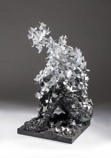 Francesco Diluca, Padre, 2012, ferro saldato smaltato e polvere di ferro scultura aerea 90x50x50cm collezione privata