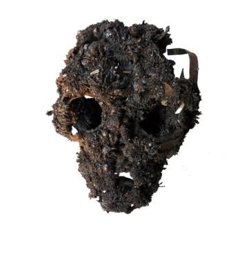 Francesco Diluca, Skin, 2010, polvere di ferro e magneti neodimio, 27x27x18cm, collezione privata