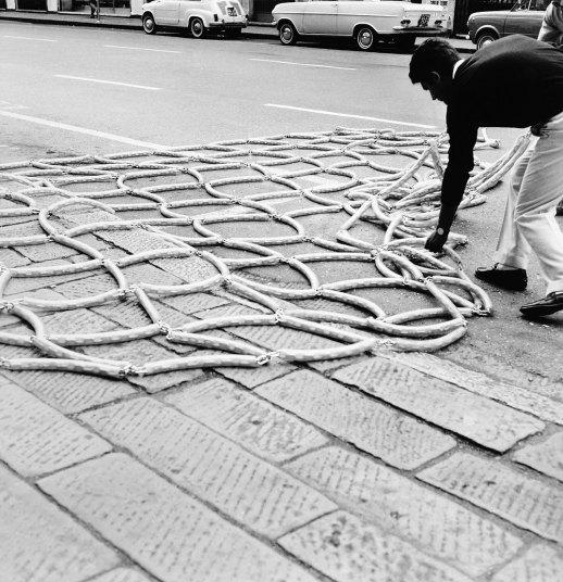 P.Icaro, Cumulo rete, 1968, catena e vinyl tubing, dimensioni variabili (Courtesy l'artista e P420, Bologna)