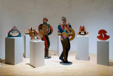"""Bruno Chersicla, sculture in legno okumè, installazione nella Galleria San Ludovico - PRper la mostra """"Caratteri"""" (foto diG. Amoretti)"""