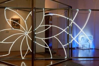 """Carlo Dell'Amico, """"Aura"""", 2007, neon, Pinacoteca Stuard -PR, mostra """"Caratteri"""" (foto di G. Amoretti)"""