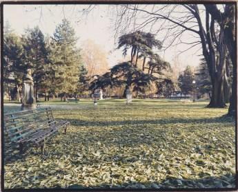 Luigi Ghirri, Reggio Emilia 1990, Serie lI Giardino di Pozzi, 1990, 23,5X19 cm, stampa cromogenica da negativo 6X7 cm, Courtesy Galleria Poggiali e Forconi