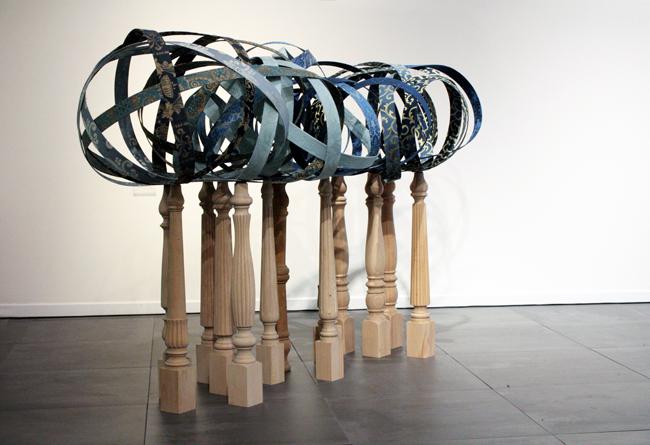 Alberto Gianfreda, 12+1 gambe di tavolo rovesciate e 1 cielo, gambe di tavolo in legno e tessuti lampasso, cm 120x190x85, 2013