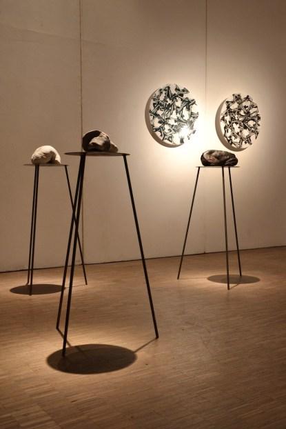 BACC | Biennale d'Arte Ceramica Contemporanea. La Ceramica Altrove. Edizione 2014 veduta degli allestimenti, Scuderie Aldobrandini di Frascati, Roma, in primo piano ANDREA FOGLI, il cuscino dei pianeti - opera a parete GIANNI ASDRUBALI, Spatto