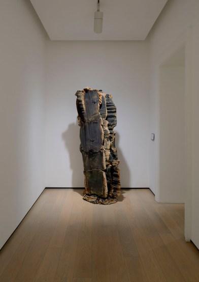 Giuseppe Spagnulo, terra cotta Opere 2012-2014, veduta della mostra, Galleria dello Scudo (Verona) © Paolo Vandrasch