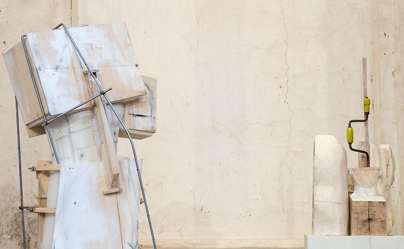 Vincenzo Rusciano, Passaggio #1, 2014, 210x45x45 cm e Passaggio #2, 2014, 215x48x50 cm (da sinistra) Foto Danilo Donzelli