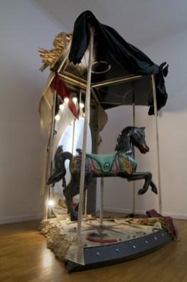 Vincenzo Rusciano, Broken, 2011, tecnica mista, 240x270x140 cm