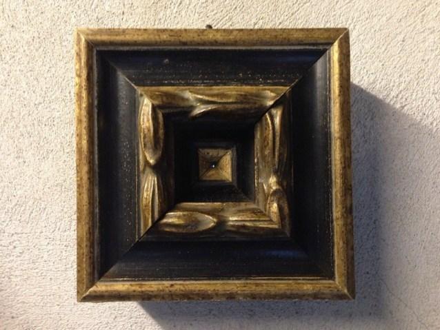 Amalia Del Ponte, Il nano illuminante, 2012, cornice in legno dipinto, led, 16x16x4 cm