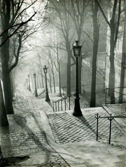 Brassaï, Montmartre, 1932 © Estate Brassaï