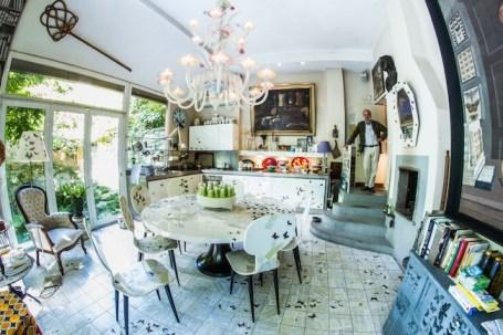 Cucina e sala da pranzo di Casa Fornasetti, Milano Foto: SteoFoto