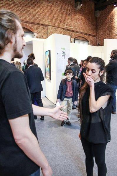 Biennale Giovani Monza 2015, momento della performance di Maya Quattropani, Arengario, Monza