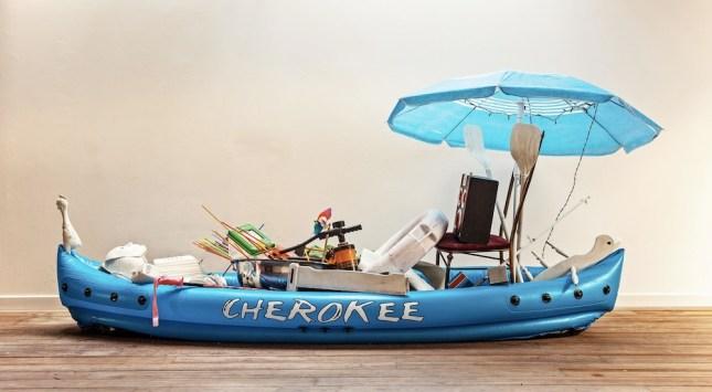 Samuele Cherubini, Pimp, installazione, kayak gonfiabile, object trouves, 320x70x130 cm