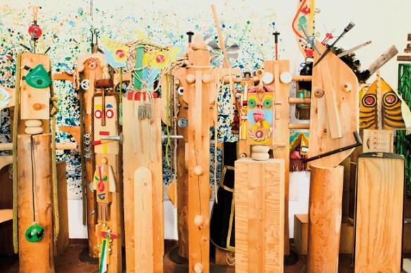 Enrico Baj, Totem, 1997 legni, acrilici e oggetti, dimensioni varie