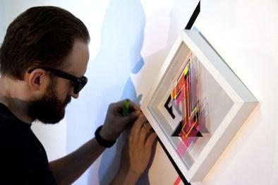 """No Curves prepara i nastri per l'installazione dell'opera """"F1"""" Credits Andrea Ucchino – Grauen Studio"""