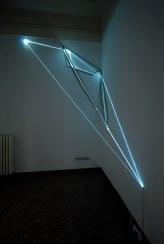 Carlo Bernardini, La materia è il vuoto, 2012, fibre ottiche e acciaio inox, 400×200 cm Proprietà dell'artista