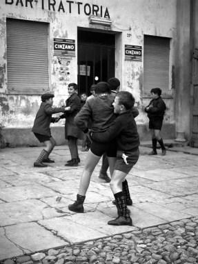 """Nino Migliori, Ragazzi che giocano - da """"Gente dell'Emilia"""" Bologna, Anni '50, pure pigmented print on 100% cotton paper Credits: Nino Migliori / Ufficio Stampa Close to Media (Lotto 59)"""