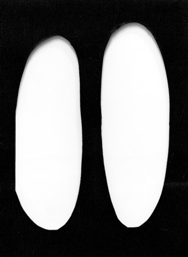 Dadamaino, Volume, 1958, tempera su tela forata, 70x50 cm Courtesy A arte Invernizzi, Milano Foto Bruno Bani, Milano
