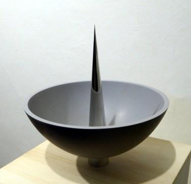 Ludovico Bomben, Acquasantiera1, 2015, corian, alluminio, 40x32x32 cm
