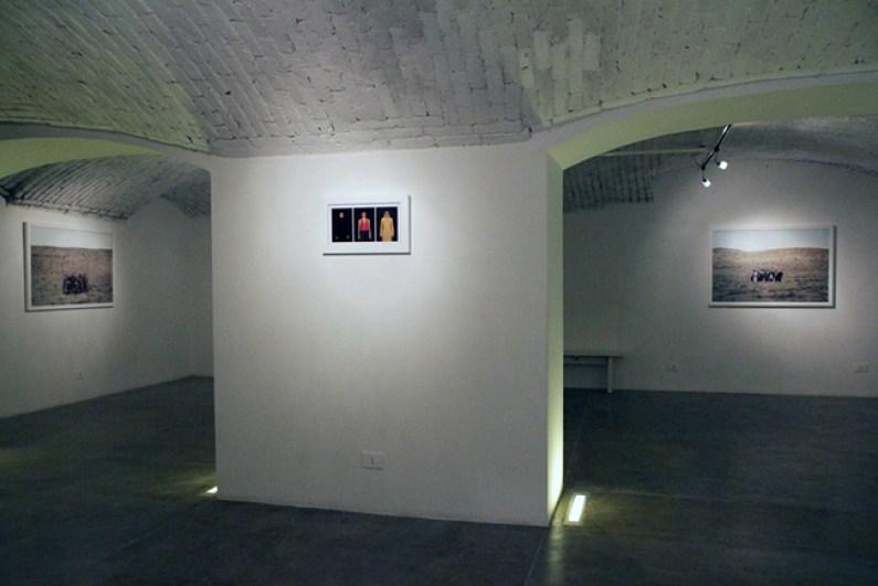 """Veduta della mostra """"Gohar Dashti. Limbo"""", Officine dell'Immagine, Milano"""