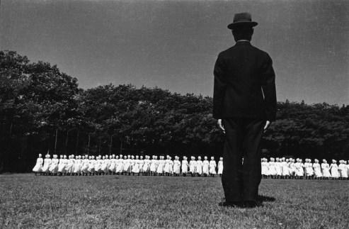 Domon Ken, Esercitazioni del corpo infermiere militare, Azabu, Tokyo, 1938, 535×748, Ken Domon Museum of Photography