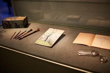Oggetti appartenuti a Hermann Hesse e china acquerellata inedita Foto Fondazione Hermann Geiger