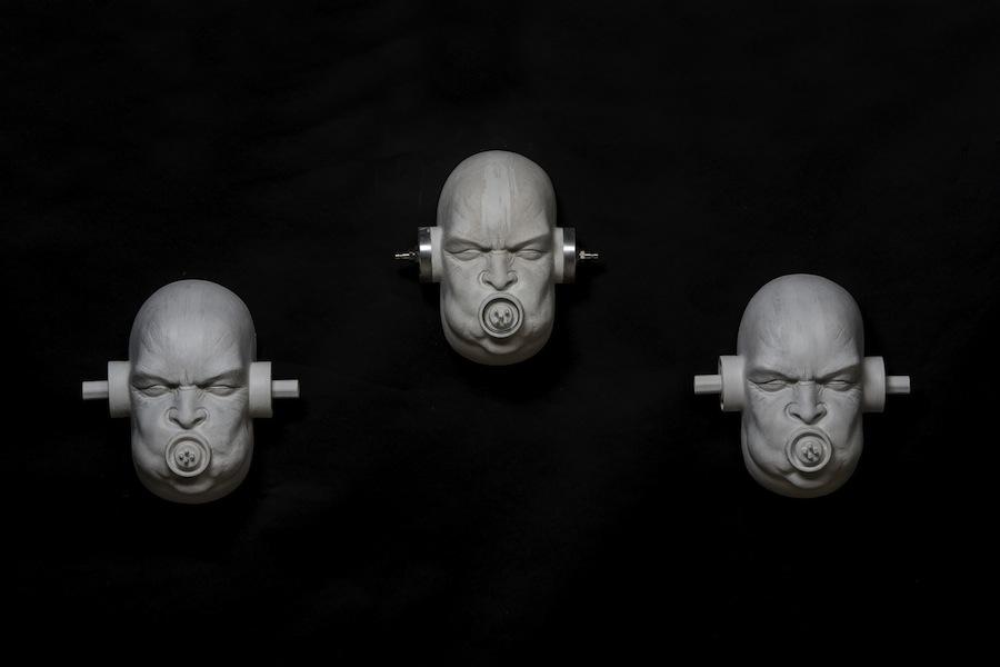 Emanuele Giannelli, Dizzy two, 2014, resina, 25x20x17 cm ciascuno Foto Gabriele Ancillotti