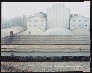 Guido Guidi, La fabbrica, dalla serie Gardenia, Reggio Emilia 1996 Collezione Linea di Confine, Rubiera © Guido Guidi