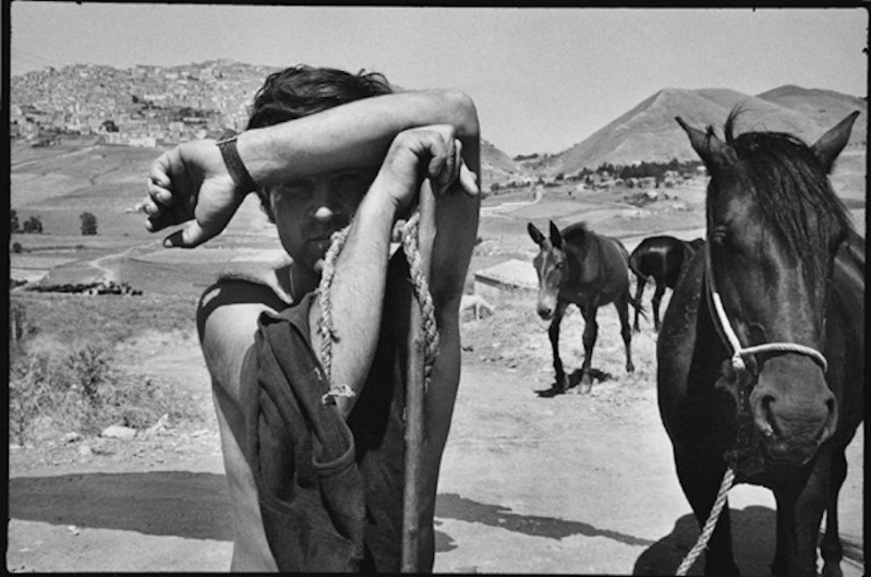 Leonard Freed, Sicilia, 1974, unique vintage print, 28x35.3 cm © Leonard Freed - Magnum (Brigitte Freed)