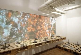 Federica Marangoni, The Butterflies of Memories, 1981-2006, video, pallets, piombo e chiodi, dimensioni variabili. Foto: Studio Vandrasch