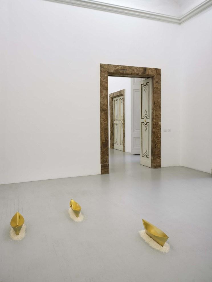 Wolfgang Laib, veduta dell'allestimento, courtesy Galleria Alfonso Artiaco, Napoli