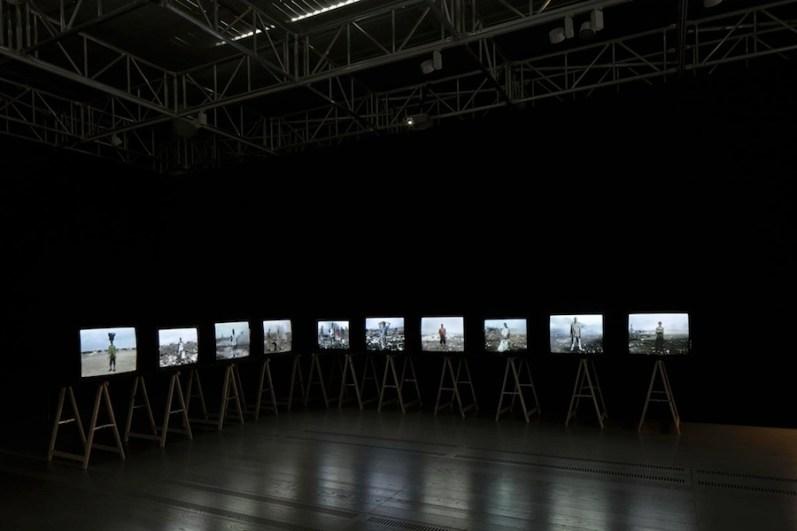 Lavoro in movimento. Lo sguardo della videocamera sul comportamento sociale ed economico, veduta della mostra (Hugo), Mast Gallery, Bologna