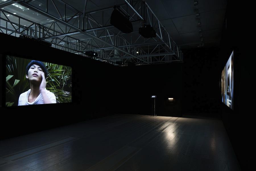 Lavoro in movimento. Lo sguardo della videocamera sul comportamento sociale ed economico, veduta della mostra (Rudelius), Mast Gallery, Bologna