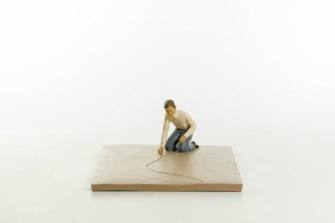 Nando Crippa, Tiralinee, 2012, terracotta dipinta, 16.5x43x34.5 cm Courtesy Galleria Melesi, Lecco Foto © Stefano Pensotti