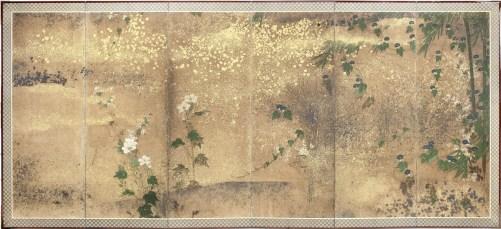 Autore ignoto, Paravento giapponese a sei ante (uno di una coppia) raffigurante alcuni fiori della primavera, dell'estate e dell'autunno con varietà di asagao (ipomea), nogiku (margherita), aoi (malva), garofano (nadeshiko), peonia (shakuyaku), glicine (fuji) e rosa (bara), Periodo Edo, XVII secolo, inchiostro, pigmenti naturali, foglia d'oro e d'argento in strisce e frammenti su carta, 171.5x373 cm Courtesy Paraventi Giapponesi - Galleria Nobili, Milano