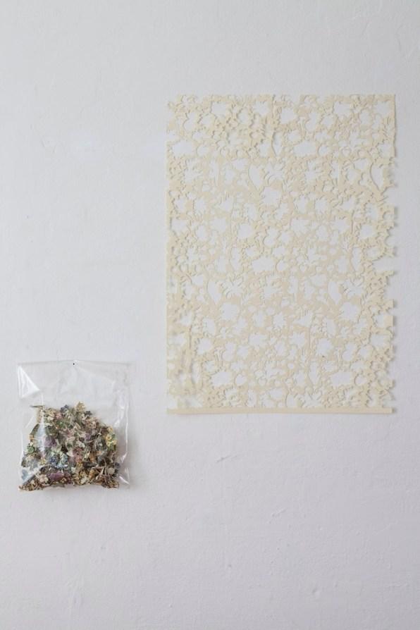 Gianluca Quaglia, II luogo dei fiori e delle api, 2015, intagli su carta e busta di plastica, 70x50 cm (intaglio) e 30x20x7 cm (busta) Courtesy Officine Saffi, Milano