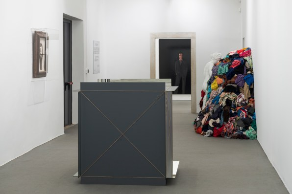 Veduta della mostra, MICHELANGELO PISTOLETTO, One and One makes Three, Evento collaterale della 57. Esposizione Internazionale d'Arte – La Biennale di Venezia, Abbazia di San Giorgio Maggiore e Officina dell'Arte Spirituale, Isola di San Giorgio Maggiore, Venezia, 2017, Courtesy: the artist and GALLERIA CONTINUA, San Gimignano / Beijing / Les Moulins / Habana, Photo by: Oak Taylor-Smith