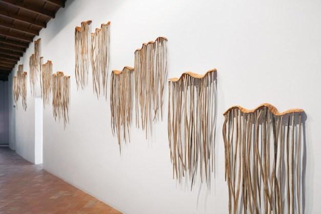 Lorenzo Cambin, Parassita, 2017, terracotta e legno, installazione Courtesy Lorenzo Cambin
