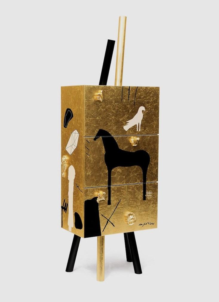 """Contenitore """"Gold"""", designer Mimmo Paladino"""