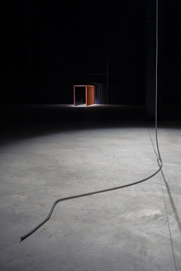 """Miroslaw Balka, """"CROSSOVER/S"""", veduta della mostra, Pirelli HangarBicocca, Milano, 2017 Courtesy dell'artista e Pirelli HangarBicocca, Milano Foto © Attilio Maranzano"""