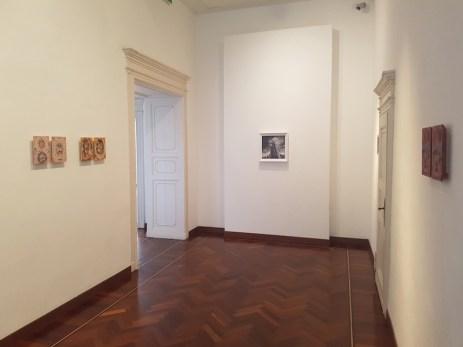 Fabio Giampietro, Vincenzo Marsiglia, Giorgio Tentolini. In tre tempi, veduta dell'installazione (Fabio Giampietro e Vincenzo Marsiglia), Villa Giulia, Verbania