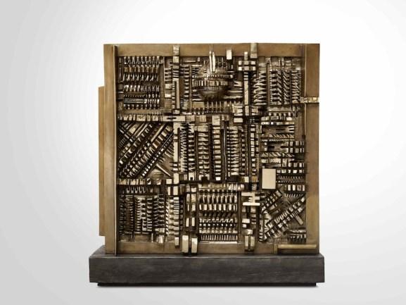 Arnaldo Pomodoro, In memory of J.F. Kennedy, 1963-64, bronzo, 160x160x45 cm © Courtesy Fondazione Arnaldo Pomodoro, Milano