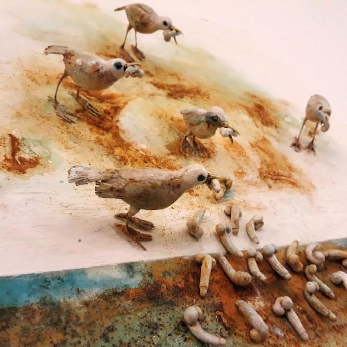 Saba Masoumian, Uccelli, 2017, tecnica mista su ferro, creta, polimeri espansi e legno, 50x50x11 cm